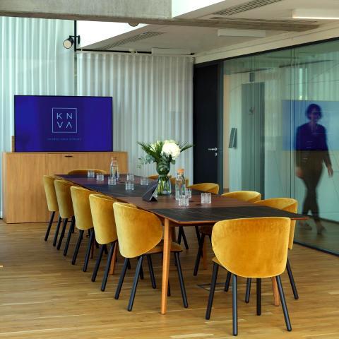 C'est le grand jour 🥂  Aujourd'hui, l'équipe Knva est fière de vous annoncer son lancement ! Nous avons façonné pour vous un nouvel art de vivre professionnel au cœur de lieux innovants et inspirants.  À nos côtés organisez vos séminaires, réunions, formations et soirées d'entreprise et vivez une expérience unique.  📍 Lyon, Paris, Saint-Tropez ou Méribel ? Choisissez la destination de vos rêves.  Notre équipe d'experts allie efficacité, créativité événementielle et convivialité pour apporter un nouvel élan à vos événements professionnels.  À bientôt chez nous ! Découvrez-en plus sur notre site ➡ Lien en bio.   Crédit photo : Les Poupées Rouges © . . . #knvaevents #evenementiel #onlylyon #entreprise #agenceevenementielle #businesslife #newstart #lancement #salledereception #seminaire